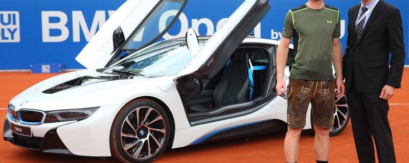 Andy Murray bei der Siegerehrung mit Peter van Binsbergen, Leiter Vertrieb Deutschland BMW Group, © Foto: BMW - Andy Murray mit Peter van Binsbergen dem Leiter Vertrieb Deutschland der BMW Group