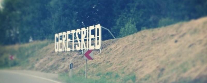 Der Hollywood-Schriftzug entlang der B11 in Geretsried, © Darf der Hollywood-Schriftzug in Geretsried bleiben oder nicht? Nun kommt der bayerische Innenminister Joachim Herrmann