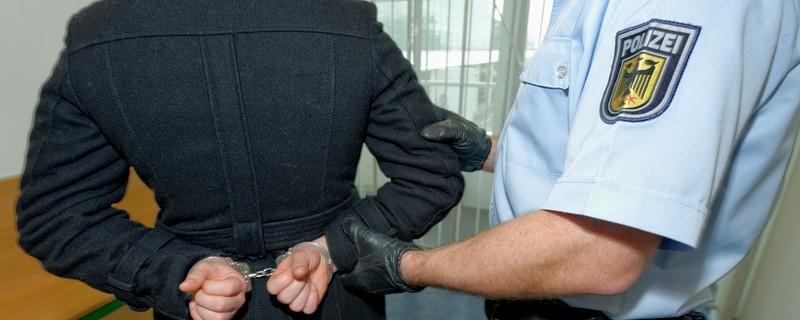Bundespolizei nimmt Mann fest - Symbolbild