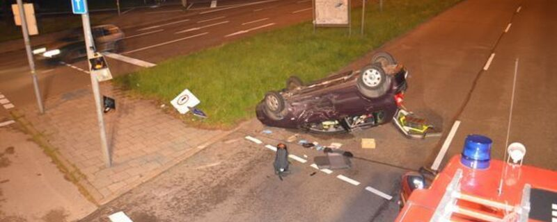Unfall auf der Rosenheimer Straße. Pkw überschlägt sich., © Foto: Polizeipräsidium München