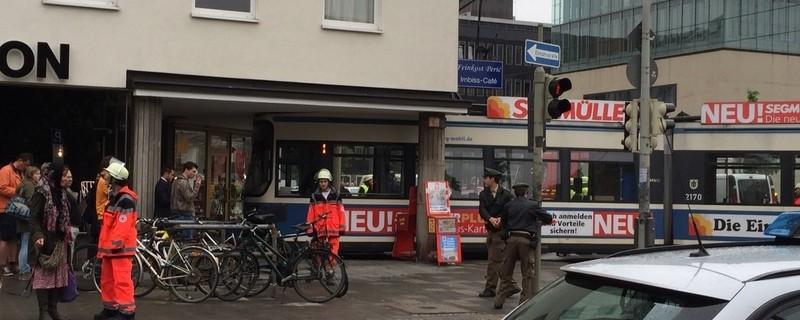 Tramunfall in der Gabelsbergerstraße, © Diese Trambahn krachte heute in das Haus