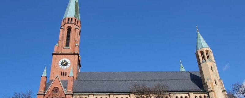 Die St.-Johannes-Kirche in München, © Kardinal Reinhard Marx mahnt die katholischen Laien wegen ihrer Vorschläge zum Umgang mit gleichgeschlechtlichen Paaren ab.