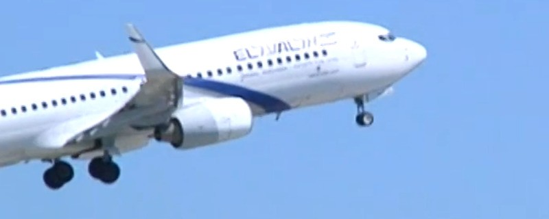 Flugzeug hebt in München ab.