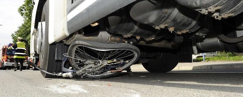 Radfahrerin von Lkw überrollt., © Foto: Berufsfeuerwehr München