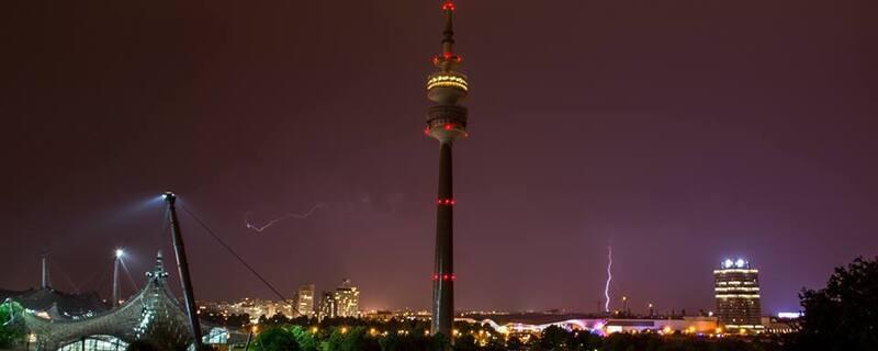 Olympiapark Blitz Gewitter, © Unwetter über München - spektakuläre Blitz-Fotos von TOJE Photografie