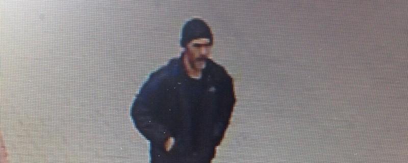 Fahndungsfoto Entführung Ottobrunn München, © Eine Überwachungskamera hat den gesuchten mutmaßlichen Entführer aufgezeichnet.