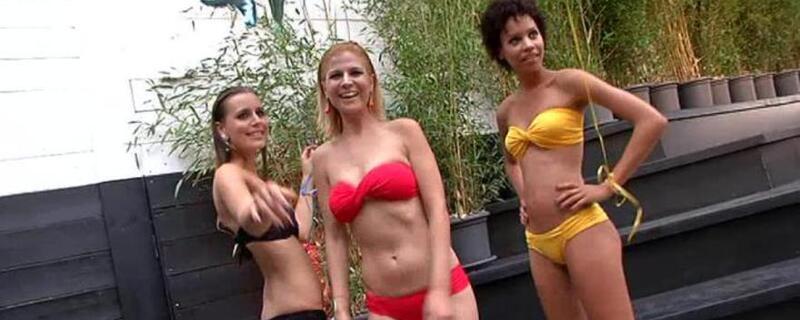 Drei leichtbekleidete Mädchen im Bikini freuen sich auf den Sommer, © Um-die-Wette-strahlen für den Sommer. Leichte KLeidung ist jetzt das A und O Foto: Archiv