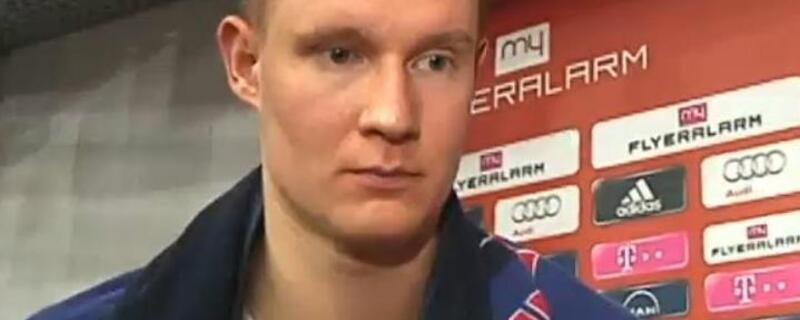 Bayern-Basketballer Robin Benzing beim Interview