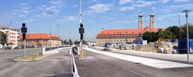 Luise-Kiesselbach-Platz am Tunnel in München, © Auch über der Oberfläche nimmt die Baustelle gestalt an.
