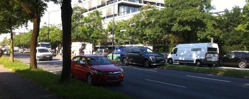 Unfall Ifflandstraße am Tucherpark Tivolibrücke, © Hier ist die Polizei im Einsatz an der Unfallstelle