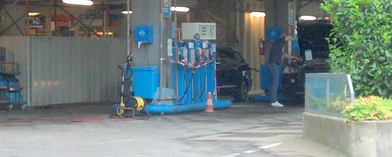 Tankstelle Leopoldstraße - Spurensicherung nach versuchter Brandlegung, © Hier hat ein geistig verwirrter Mann versucht ein Feuer zu legen.