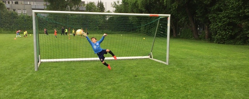 Der 8 Jahre alte Eman kann als bester Nachwuchsspieler gekührt werden., © Eman aus München sichert das Tor