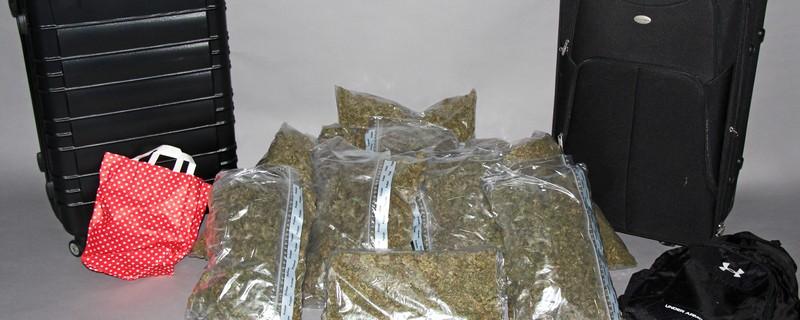 sichergestelltes Marihuana Kripo Freising, © Hier präsentiert die Polizei das beschlagnahmte Marihuana.