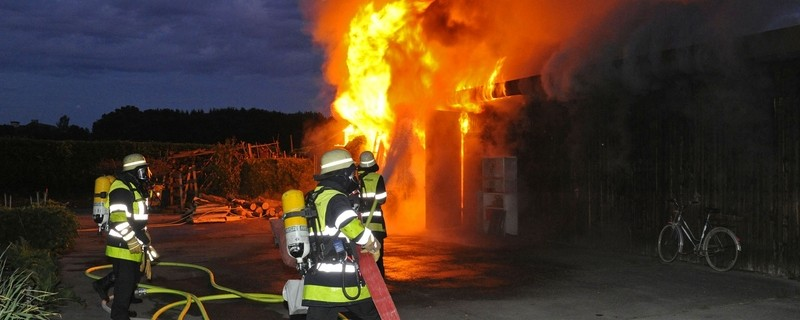 Feuerwehr löscht Brand. , © Symbolfoto. Foto: Berufsfeuerwehr