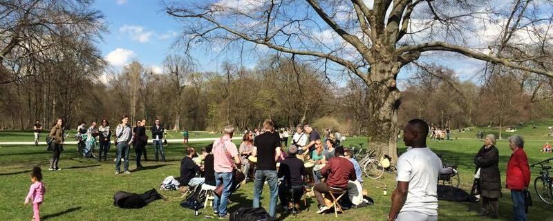München Englischer Garten Raubüberfall , © Eine Gruppe im Englischen Garten
