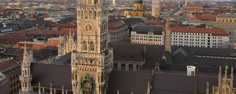 Das neue Rathaus in München aus der Luft, © Die Stadt macht nun ernst in Sachen Wohnungsvermietung Foto: Red