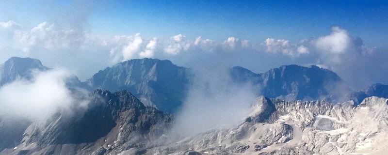 Wolken in den Alpen bei München, © Wolkendecke in eisiger Höhe - Foto:  Dirk Schiff/Portraitiert.de
