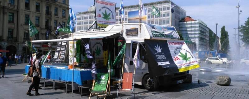 marihuana camp am stachus münchen, © Hier die Befürworter der Marihuana-Legalisierung bei einer Aktion am Stachus.
