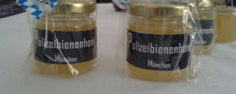 Das Polizeipräsidium München produziert eigenen Honig auf dem Dach in der Ettstraße