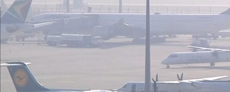 Lufthansa Flugzeuge stehen am Rollfeld, © Flughafen München