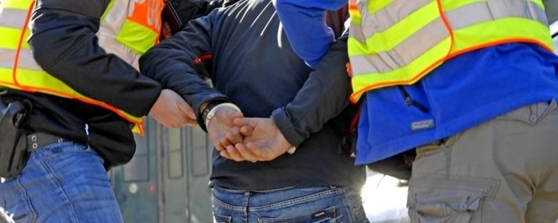 Festnahme mit Handschellen, © Symbolfoto