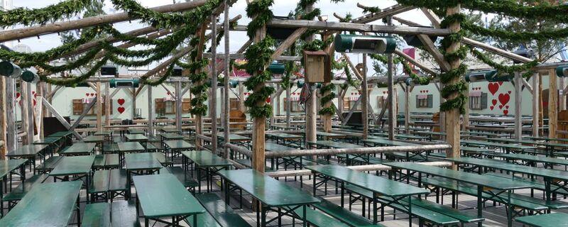 kaefer zelt wiesn oktoberfest leer biergarten