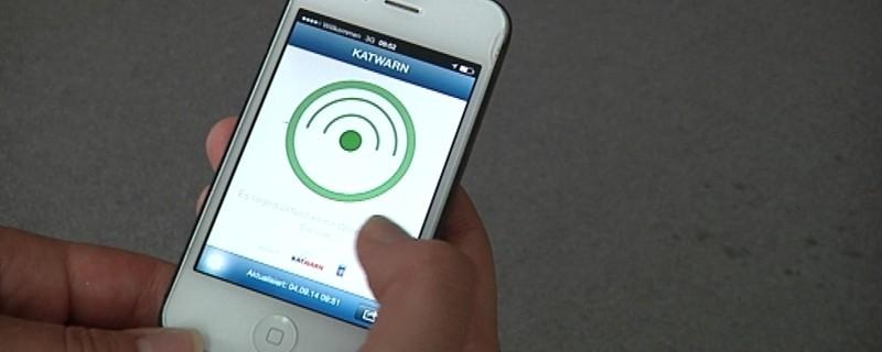 Ein Handy auf dem die App KATWARN läuft, © Informationssystem KATWARN wird für die Wiesn erweitert