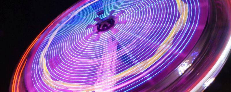 Fahrgeschäft bei Nacht auf dem Oktoberfest, © Fahrgeschäft bei Nacht auf dem Oktoberfest