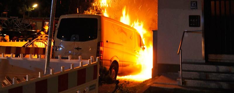 Brennendes Auto, © Symbolfoto eines anderen Vorfalls