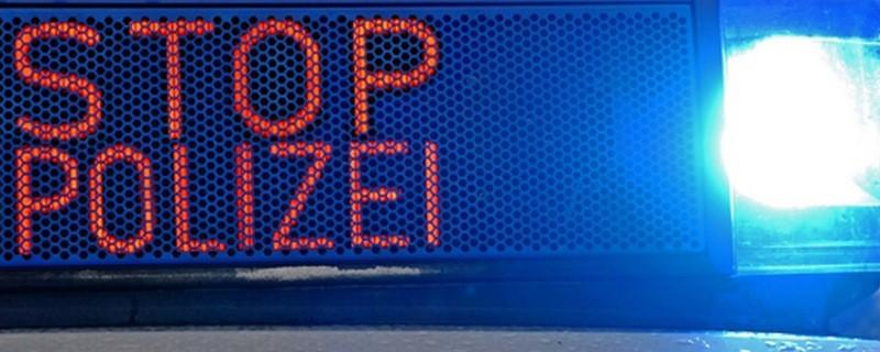 Anhaltesignal und Blaulicht - Stopp Polizei