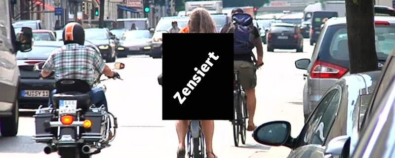 Nackte Radfahrerin von der Polizei gestoppt, © Nackte Radfahrerin von der Polizei gestoppt. Symbolbild.