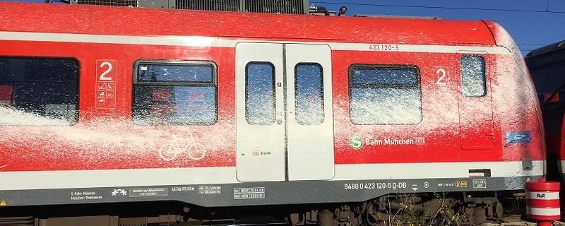 S-Bahn mit Farbe verschmiert, © Foto: Deutsche Bahn