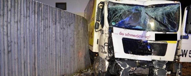 LKW nach Unfall auf der Autobahn, © Symbolbild.