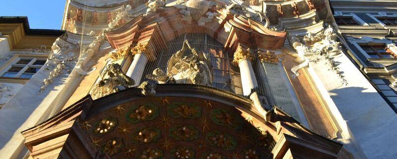 Asamkirche in der Sendlinger Straße von Asam gebrüder erbaut mit stukatoren und Ornamenten an der Außenfassade und dem heiligen Nepomuk über der Tür, © Asamkirche Sendlinger Straße