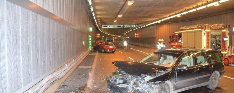 Luise-Kiesselbach-Tunnel nach dem eingeschlafene Fahrerin Unfall verursacht, © Luise-Kiesselbach-Tunnel nach dem Unfall - Foto: Polizei