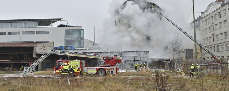 Orleansstrasse feuer Ostbahnhof IHK - Rauch Löscharbeiten, © Foto der Berufsfeuerwehr München