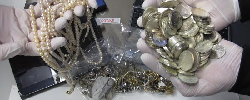 Diebstahl Raub Schmuck Geld, © Das vermeintliche Diebesgut - Foto: Polizei