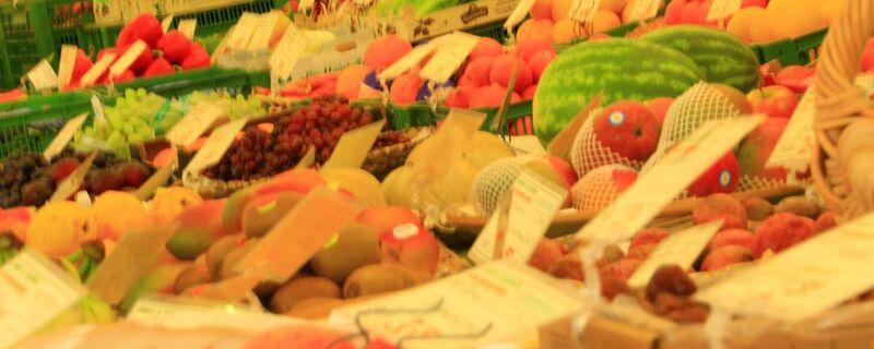 Melone und anderes Obst auf dem Markt
