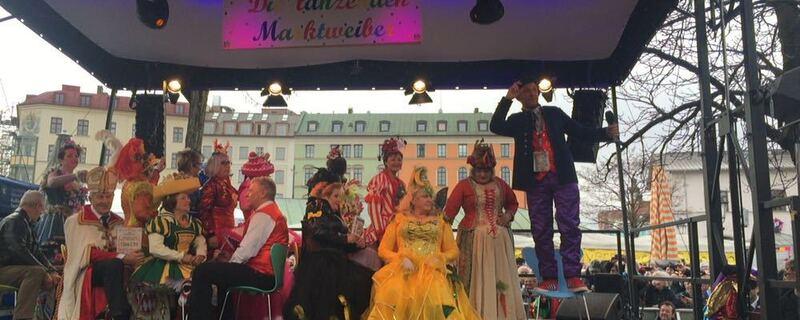 Tanz der Marktfrauen auf der Bühne am Viktualienmarkt in München