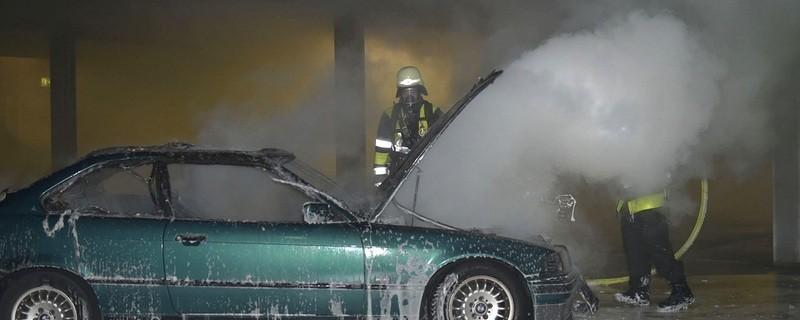 © Parkhaus im Westend -Pkw in Flammen