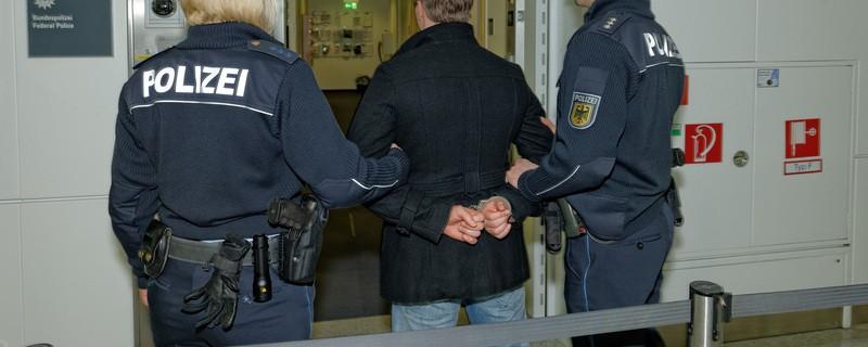 Polizei nimmt Täter am Flughafen fest, © Foto: Polizei