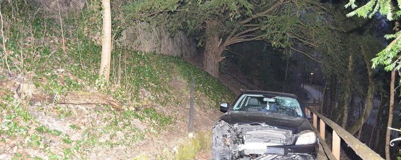 © Pkw stürzt 8 Meter tief. Foto: Bundespolizei
