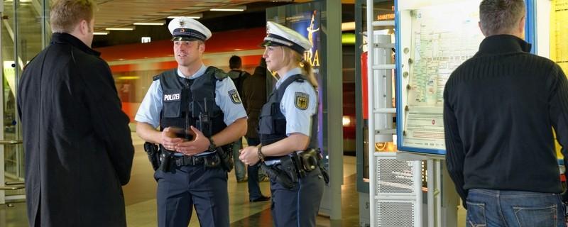 Bundespolizisten am Münchner Flughafen auf Streife, © Foto: Bundespolizei Münchner Flughafen