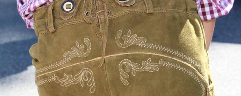 Eine Lederhose von hinten