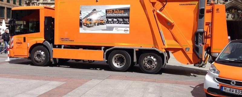 AWM-Müllauto steht vor dem Münchner Rathaus