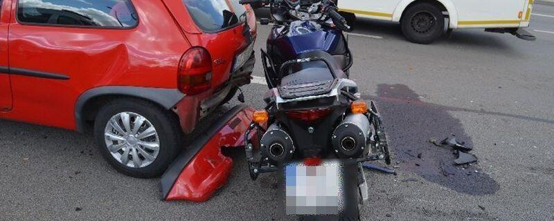 © Der Motorradfahrer erlitt schwere Verletzungen. Foto: Polizei
