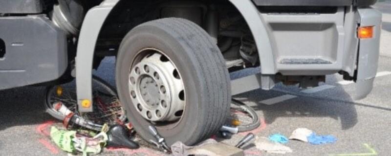 Heute ereignete sich ein schwerer Unfall zwischen einem Lkw und einem Radfahrer., © Symboldbild - Foto: Polizei München