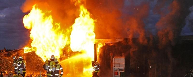 Feuerwehr löscht Brand, © Symbolbild