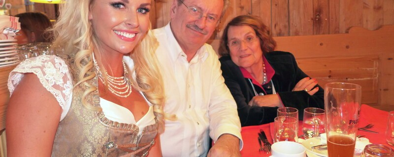 Oktoberfest 2015: Christian Ude & Edith von Welser-Ude mit Denise Cotte auf der Wiesn