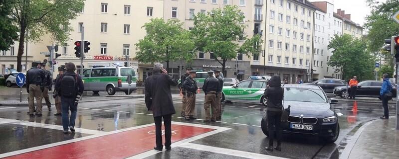 26-Jähriger droht mit Schere  Polizei gibt mehrere Schüsse ab - Einsatzbild